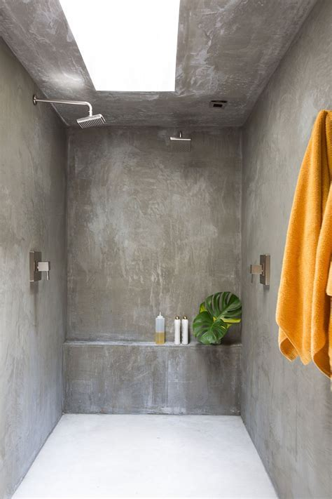 The bathroom walls are finished in concrete. (Photo: Laure