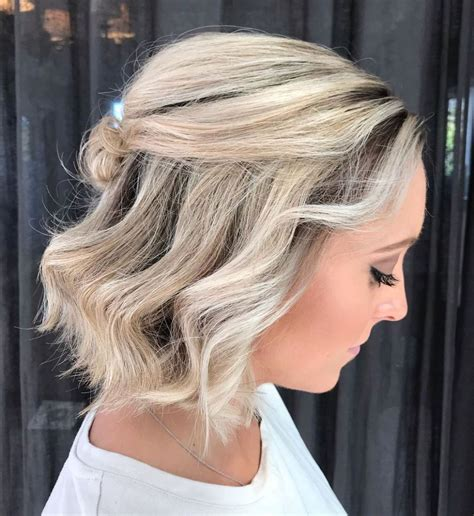 30 Cute Chin Length Hairstyles You Need to Try in 2020