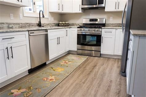 vinyl flooring for kitchens pros and cons what are the pros and cons of vinyl plank flooring 9822