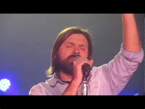 Mac Powell and Third Day singing
