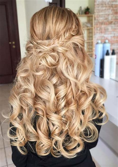 51 chic curly hairstyles how to style curly hair glowsly