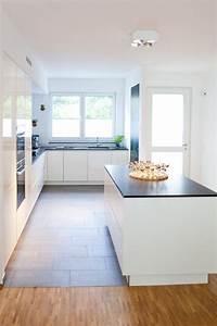 Weisse Hochglanz Küche : moderne hochglanz k che in wei mit k cheninsel bora kochfeld und neff ger ten k chenhaus ~ Frokenaadalensverden.com Haus und Dekorationen