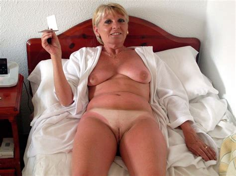 Wives Mature Naked And Showing Wedding Ring