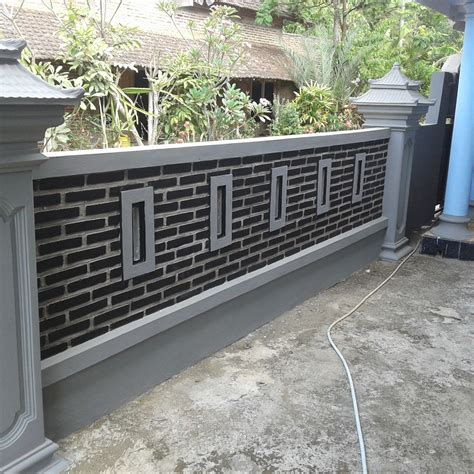 Anda memutuskan pintu pagar besi minimalis sebagai pilihan eksterior rumah? Gambar Pagar Rumah Dari Batu Bata | Desain Rumah