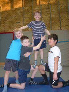 akrobatik  der rabenklasse margaretenschule muenster