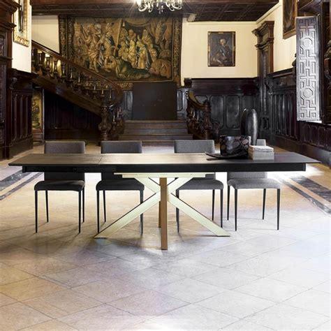 table design extensible en dekton avec pied central moon 4 pieds