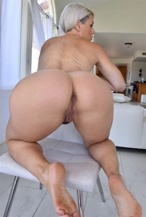 mature and milf sexy women ass pussy legs 104 pics
