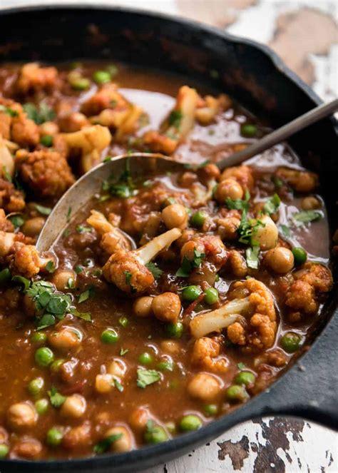 cauliflower  chickpea curry recipetin eats