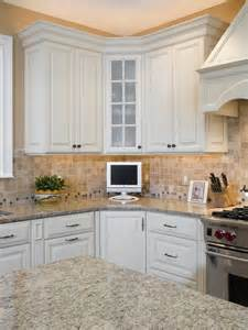 Corner Kitchen Cabinet Decorating Ideas by Corner Kitchen Cabinet Houzz