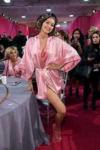 Dressing New York : gigi hadid 2015 victoria s secret fashion show in new york city dressing room ~ Dallasstarsshop.com Idées de Décoration