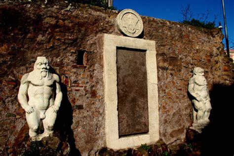 La Porta Magica Di Roma by Piazza Vittorio Emanuele Porta Magica E Ninfeo Pro Loco