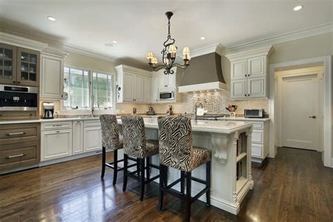 85+ Kitchens With Chandelier Lighting