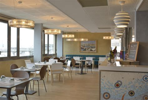 le decor de la cuisine la mer vue du regards cafe musée regards de provence