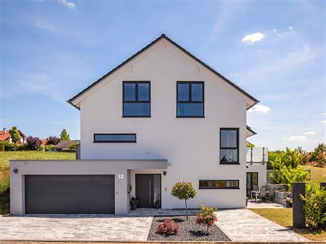 Häuser Mit Einliegerwohnung by Massivhaus Baumeister Haus Haus Heuberger