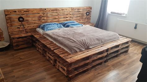 Betten  Einzigartiges Palettenbett  Ein Designerstück