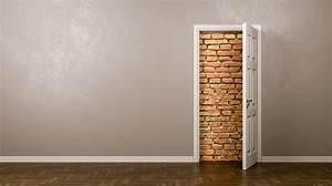 Hinter Der Tür : klassenzimmer der offenen t r und eine wanduhr hinter ~ Watch28wear.com Haus und Dekorationen