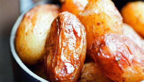 cuisiner pomme de terre grenaille recette de pommes de terre grenailles à l 39 ail par alain