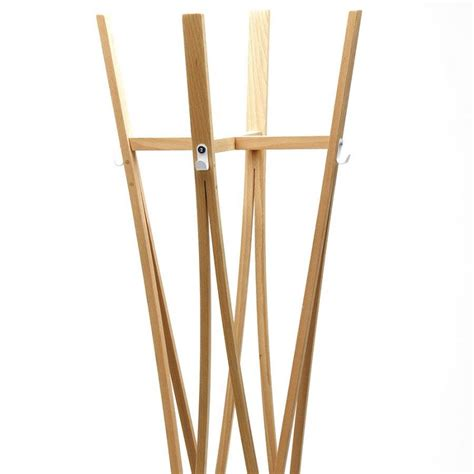porte manteau design en bois le porte manteaux tra en bois naturel meuble votre entr 233 e