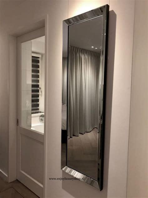 grote spiegel met spiegelrand xcm hal