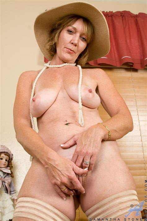 Alluring Milf Samantha Stone Tortures Her Cougar Snatch With A Massive Pichunter