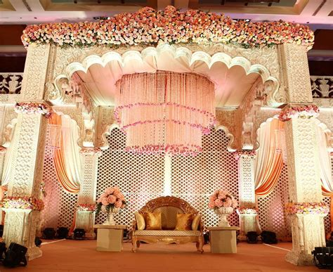 #Trending: 16 Gorgeous Stage Decor Ideas For Your Wedding