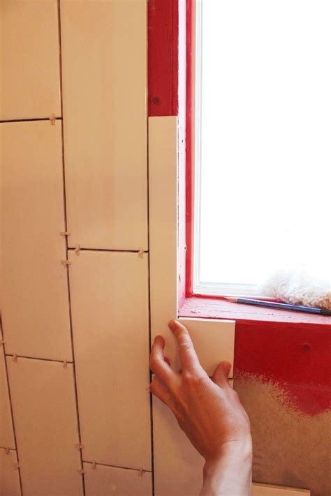 How To Tile A Shower by How To Tile A Shower Tub Surround Part 1 Laying The Tile