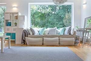 Wohnzimmer Einrichten Gemütlich : wohnzimmer mit sofa im landhausstil hell und so gem tlich ~ Indierocktalk.com Haus und Dekorationen