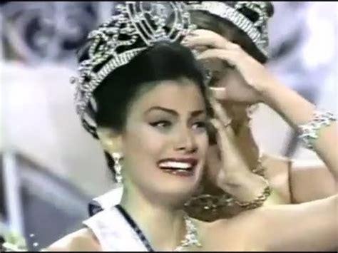 dayanara torres miss universe 1993 dayanara torres in her coronation as miss universe 1993