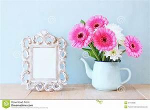 bouquet d39ete des fleurs et du cadre de victorian sur la With affiche chambre bébé avec bouquet de fleur rose