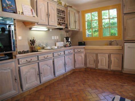 refaire sa cuisine sans changer les meubles une cuisine intégrée relookée par une céruse atelier de