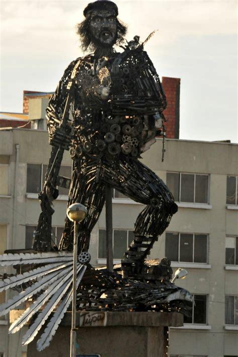 beruehmte kunstwerke kreative skulpturen und stauten