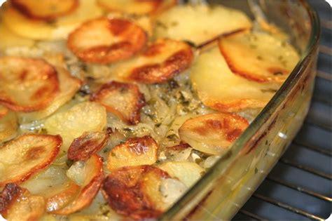 cuisiner le fenouil au four pommes de terre au four aux oignons ultra fondants la