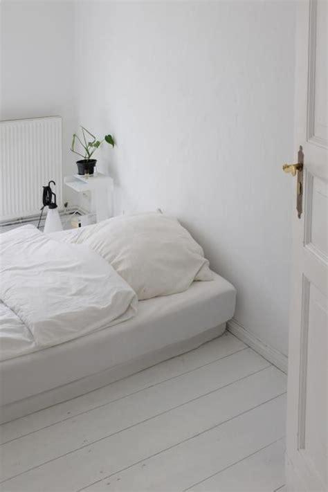 2 5 Zimmer Wohnung Mit Garten Berlin by Gem 252 Tliches Und Minimalistisches Schlafzimmer Mit Matratze
