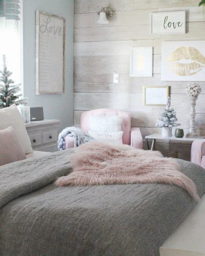 this cozy bedroom ideas for small rooms will make it feel charming home decorating ideas diy decor ideas cottage 556 | Cozy Christmas bedroom 2017 7 400x500