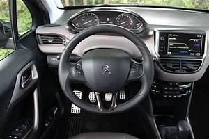 Interieur Peugeot 2008 Allure : a l 39 int rieur de la peugeot 2008 ~ Medecine-chirurgie-esthetiques.com Avis de Voitures