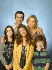 cast of modern family modern family photo 8289559 fanpop