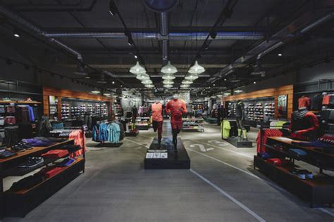 we are commerce addicted nike s installe aux terrasses