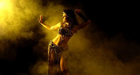 Resultado de imagen de mujer bailando