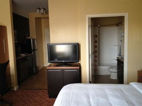 Small Bedroom Tv Reviews by Clean Small Room Tv Side Of Bed Includes Kitchenette