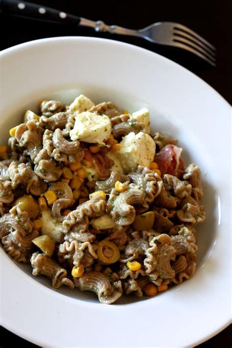 salade de pates jambon cru salade de p 226 tes 224 l 233 peautre au pesto mozzarella et jambon cru cuisine en sc 232 ne le