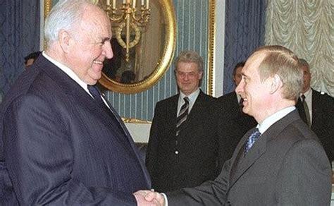 Photo Gallery Is Helmut Kohl Being Held Like President Vladimir Putin Met With Former German Chancellor