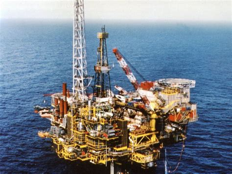 Shell Launches Bid To Leave Massive, Sludgy Oil Rig