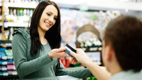 6 Times To Use Credit Cards Instead Of Cash