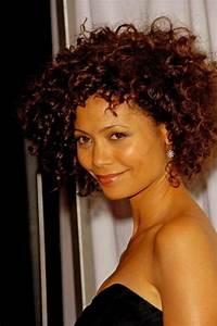 Cheveux Court Bouclé Femme : cheveux courts boucl s femme ~ Louise-bijoux.com Idées de Décoration