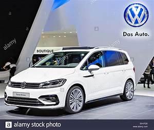 Volkswagen Touran R Line : volkswagen touran r line stock photo 79324700 alamy ~ Maxctalentgroup.com Avis de Voitures