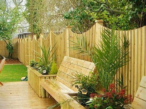Zu jedem zaun finden sie bei uns das passende tor, in der passenden. Gartenzaun aus Holz - tolle Ideen - Archzine.net | Erhöhte beete, Garten landschaftsbau und ...