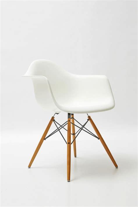 chaise daw eames parce qu 39 une chaise eames dans un bureau ce sera parfait