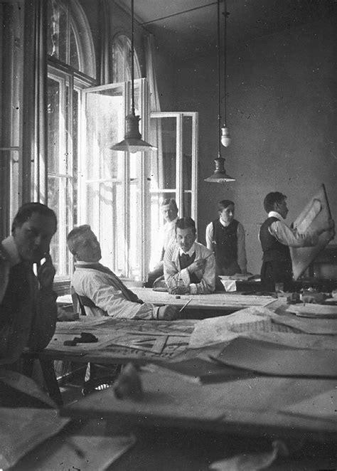 Datei Haus Wiesbaden Mies Der Datei Behrens Assistenten Im Atelier 1908 Jpg