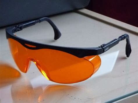 uvex s1933x blue light wear orange lens glasses at night to block blue light and
