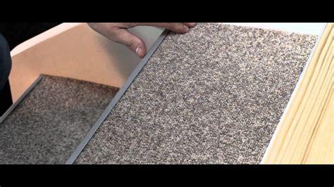 teppich auf treppe verlegen treppenrenovierung treppensanierung selber machen mit teppich treppe mit teppich belegen